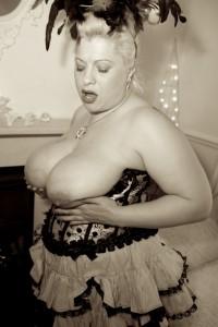 Gina George Burlesque slut